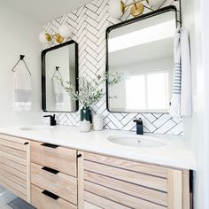 Bath Room Inspo Vanity New Ideas Grey Baths, Tiny Bath, Room Tiles, Bathroom Inspo, Amazing Bathrooms, Decor Interior Design, Bath Room, Room Decor, Vanity Ideas