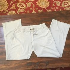 GAP SWEATPANTS L Super soft, worn a lot, but have that lived in feel. Super stretchy with slight discoloration overal GAP Pants Track Pants & Joggers