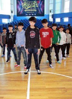 look at this thughao fetus hahaha Woozi, Wonwoo, Jeonghan, Kpop, Seventeen Performance Team, Seventeen The8, Vernon Hansol, Ft Island, Pledis 17