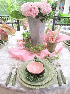 Pretty tablescape ...♥♥.....