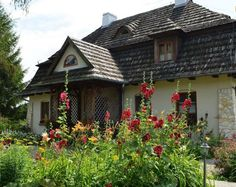 Polski dworek- Pensjonat Folwark Walencja/ Kazimierz Dolny The Beautiful Country, Beautiful Homes, Mansions Homes, Arte Popular, Cottage Homes, Warm And Cozy, Exterior Design, Cottages, Architecture Design