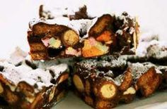 This classic version uses Maltesers, marshmallows and ginger biscuits. This recipe makes 16 rocky road bars Baking Recipes, Cake Recipes, Dessert Recipes, Desserts, Baking Ideas, Yummy Recipes, Crunch Bars Recipe, Rocky Road Bars, Homemade Food Gifts