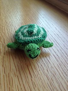 Free Egg to Turtle (Reversible knitted toy) Pattern by Susan B. Anderson