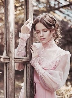 Find images and videos about photography, pretty and vintage on We Heart It - the app to get lost in what you love. Foto Portrait, Portrait Photography, Victorian Fashion, Vintage Fashion, Mode Steampunk, Pink Brown, Belle Photo, Pretty In Pink, Vintage Dresses