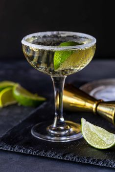 The sugar rim is the secret to making this Gin Elderflower Prosecco Cocktail so . Gin And Prosecco Cocktail, Cocktail Drinks, Signature Cocktail, Cocktail Recipes, Drink Recipes, Fruity Cocktails, Refreshing Drinks, Elderflower Drink, Spicy Candy