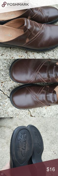 Clarks brown clogs Clarks 32646 brown leather mules/clogs. They are a size 7M. In excellent used condition. Sole of shoe barely shows any wear. Tons of life left! Great shoes for people on their feet a lot! Clarks Shoes Mules & Clogs