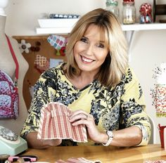 Exclusive sewing project from expert sewing TV star, Debbie Shore Sewing Hacks, Sewing Tutorials, Bag Tutorials, Sewing Tips, Sewing Ideas, Fabric Handbags, Leather Handbags, Bag Patterns To Sew, Sewing Patterns
