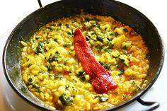 Cómo hacer arroz con bacalao. El bacalao es uno de los pescados que más juego dan en la cocina. Puedes hacer el bacalao de muchas maneras una de las más simples es con arroz. El arroz con bacalao es un plato muy gustoso que además...