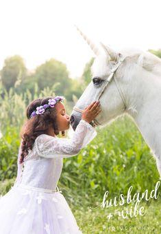 Princess girl and Unicorn Photography Rare Animals, Animals Images, Unicorn Birthday Cards, Unicorn Painting, Unicorn Illustration, Unicorn Photos, Pony Horse, Fairytale Dress, Princess Girl