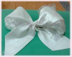 Making a Gumpaste Bow - By Francesca McGregor