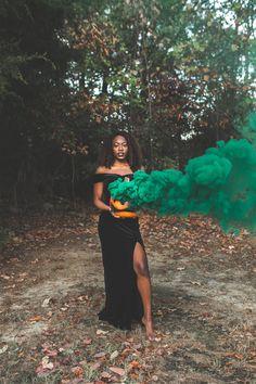 halloween photoshoot Black woman holding pumpkin with green smoke Smoke Bomb Photography, Dark Photography, Autumn Photography, Creative Photography, Photography Poses, Creative Photoshoot Ideas, Photoshoot Themes, Photoshoot Inspiration, Best Photoshoot