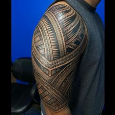 Valentino Luafalemana Geometric/Ornamental, Linework Back Piece Tattoo, Pieces Tattoo, Best Tattoos For Women, Cool Tattoos For Guys, Arm Sleeve Tattoos, Tattoo Sleeve Designs, Geometric Tattoo World, Polynesian Tribal Tattoos, Cool Shoulder Tattoos