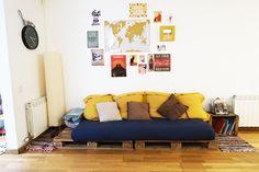Mon mur de cadres et posters – Babymeetstheworld – Blog maman – Blog Voyages House Seasons, Posters, Couch, Diy, Furniture, Home Decor, Wall Of Frames, Worldmap, Vintage Decor
