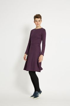 Long-sleeved knee-length dress with waist seam. This striped staple piece is crafted from organic Fairtrade cotton. Benthe is 5'9.5 and is wearing a size 10.