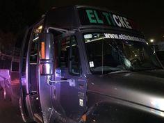 Apedrean autobús de la empresa ticketon causando daños al parabrisas y asustando a pasajeros extranjeros Gabriel Xala Tijuana, B.C.- Un autobús de lujo de la empresa Ticketon con número 013, fue vandalizado una vez más por un grupo de desconocidos, los cuales les arrojaron piedras en el parabrisas, causando pánico entre sus pasajeros de origen Estadounidenses quienes regresaban del aeropuerto …