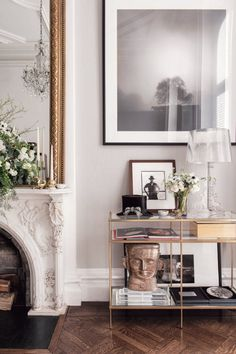 Home Interior Contemporary We take a look inside the New York City townhouse of and Catherine Martin. Home Decor Styles, Cheap Home Decor, Home Interior Design, Interior Decorating, Interior Colors, Interior Ideas, New York Homes, Vogue Living, Design Furniture