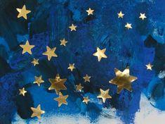 ciel étoilé : peinture bleue et noire et collage de gommettes