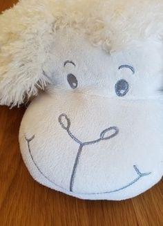Kaufe meinen Artikel bei #Mamikreisel http://www.mamikreisel.de/ausstattung-rund-ums-kind/kissen/41541261-neuwertiges-kuschelkissen-schaf-mit-weichem-teddyfell-zum-zusammenkletten
