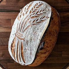 This pattern was inspired by a wide herringbone quilt pattern. Visualizing panels of fabric on the bread surface is a fun… Artisan Bread Recipes, Sourdough Recipes, Sourdough Bread, How To Store Bread, How To Make Bread, Star Bread, Bread Shop, Bread Art, Bakery Cafe