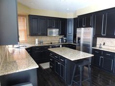 21 Dark Cabinet Kitchen Designs-4...m/be a little dark with top too, they m/b painted white!!!!!!!!!!!
