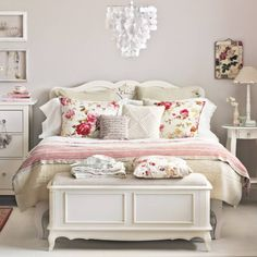Carved Vintage Bedroom Decoration with Floral Print Pillows