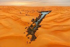 Umm-al-Maa is a lake oasis in the Idehan Ubari Sand Sea, Libya. Beautiful World, Beautiful Places, Amazing Places, Amazing Things, Landscape Photography, Nature Photography, Drone Photography, Desert Oasis, Photos Voyages