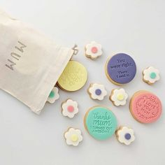 Need help expressing your unconditional love this Mothers Day? Dough Re Mi are here to help with their handmade Delux Cookie Pack for Mum. Perfect for any mum with a sweet tooth! I Love You Mum, Edible Paint, Flower Cookies, Mothers, Sweet Tooth, Gifts, Handmade, Food, Presents