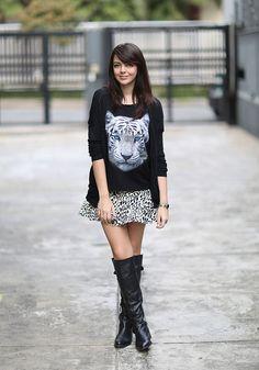 camiseta + saia + bota