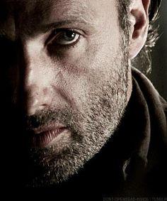 Andrew Linclon - Rick Grimes The Walking Dead Walking Dead Actors, Walking Dead Tv Show, Walking Dead Funny, Fear The Walking Dead, Andrew Lincoln, Rick Grimes, San Roman, Watch Tv Shows, Raining Men