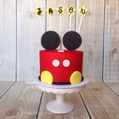 Mickey Mouse cake - easiest feet I've seen - similar to large yellow circles - easy to duplicate