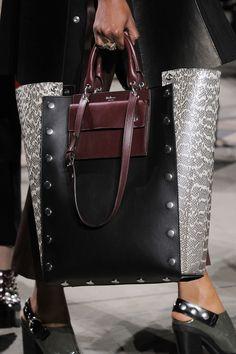 Mulberry at London Fashion Week Fall 2016 - Details Runway Photos Burberry Handbags, Prada Handbags, Fashion Handbags, Tote Handbags, Purses And Handbags, Fashion Bags, Leather Handbags, Leather Bag, Big Purses