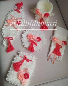 Knitting Patterns, Crochet Patterns, Chrochet, Christmas Wreaths, Crochet Earrings, Holiday Decor, Crochet Flowers, Bathroom Sets, Amigurumi