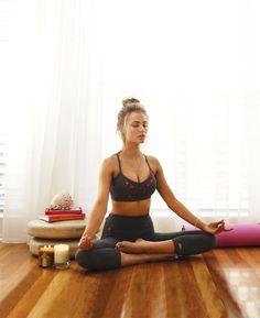 sportgirl-meditating-in-the-room-on-the-floor.jpg