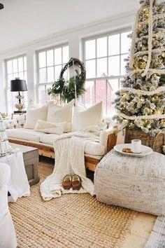 Farmhouse Christmas Sunroom // farmhouse // Christmas // sunroom // decor // home // ideas // holidays //