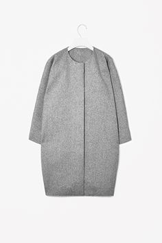COS image 2 of Curved seam wool coat in Grey Look Casual, Casual Chic, Cos Fashion, Womens Fashion, Normcore, Vogue, Minimal Chic, Date Outfits, Wool Coat