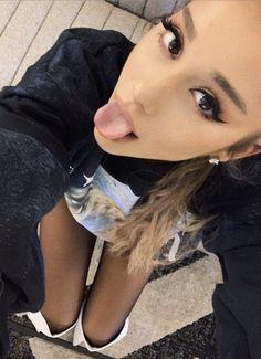 I love you queen ❤😘 Ariana Grande Cute, Ariana Grande Photoshoot, Ariana Grande Pictures, Lollapalooza, Dangerous Woman, Celebs, Celebrities, Nicki Minaj, Huda Beauty