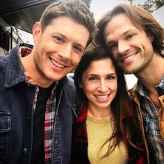 """50 Beğenme, 1 Yorum - Instagram'da Supernatural (@supernatural_bigfans): """"New pic of our cheery Boys w guest star on set from tonight episode ☺️#JensenAckles #DeanWinchester…"""""""