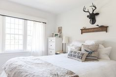 Collingwood BM paint House Tour: A Family Cottage-Inspired Home in Canada | Apartment Therapy