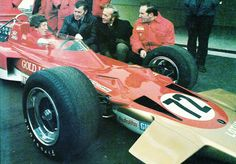 Jochen Rindt, A wonderful picture of Rindt and Colin Chapman together with the Lotus in which Rindt was killed that same year. F1 Lotus, Jochen Rindt, Lancia Delta, Wonderful Picture, Automotive Art, Formula One, Courses, Good Old, Grand Prix