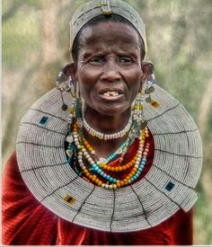 Mulher do povo Masai. Os masai ou massais são um grupo étnico africano de semi-nómadas localizado no Quénia e no norte da Tanzânia.