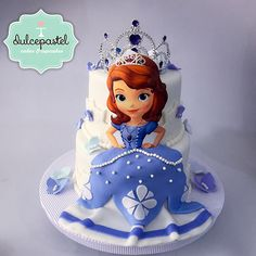 Torta Princesita Sofía - Sofia The First Cake by Giovanna Carrillo Bolo Laura, Frozen Doll Cake, Sofia Birthday Cake, Princess Sofia Cake, Sophia Cake, Sofia The First Cake, Dora Cake, Prince Cake, Princesa Sophia