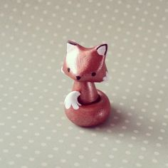 Petit renard roux porte bonheur : Sculptures, gravures, statues par madame-manon