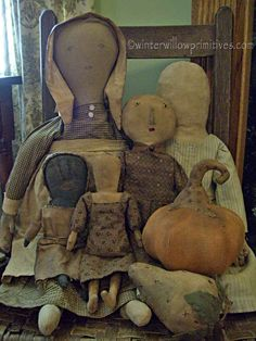 winter willow primitives Simplicity Of Primitive Dolls. Primitive Fall, Primitive Antiques, Primitive Folk Art, Primitive Crafts, Country Primitive, Primitive Bedroom, Primitive Homes, Primitive Christmas, Old Dolls