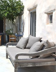 (via Paros Interior Decoration- Greek Island Shabby Chic - TrendSurvivor) Shabby Chic Furniture, Shabby Chic Decor, Garden Furniture, Outdoor Furniture, Outdoor Rooms, Outdoor Gardens, Outdoor Living, Outdoor Decor, Outdoor Daybed
