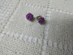 Avon Rose Blossom Lavender Pierced  earrings Mint Condition 1985