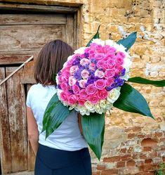 💕💜Show Your Love With Beautiful Roses 💜💕 The Perfect Gift For Every Woman 💖 Goodnight to Everyone ❣ Thessaloniki, Rose Bouquet, Every Woman, Beautiful Roses, White Roses, Fresh Flowers, Flower Art, Greece, Floral Wreath