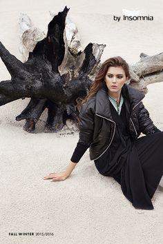 Mocnym akcentem kolekcji są pikowane ortalionowe kurtki ze stójką.