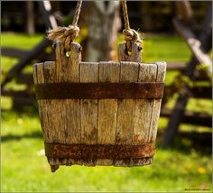 Old wooden bucket (BC)