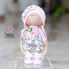 Маленький эксперимент))) отходя от моего обычного стиля, родилась вот такая крошка❤️ #dollstagram#handmade#toy#ручнаяработа#тильда #творчество#doll#рукоделие#шитье#подарок #кукла#кукласвоимируками #интерьернаякукла#тыквоголовка#текстильнаякукла#handmadedoll #куклавподарок #кукларучнойработы #хобби#декордетской#куклаизткани#мастеркласс#clothesfordolls#sewing#needlework#мктекстильнаякукла#шьемкуклу #одеждадлякукол #подарокподруге#подарокмаме