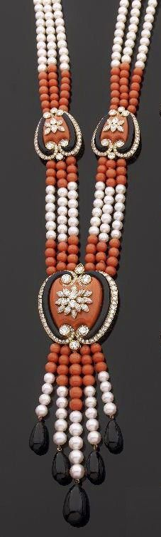 CARTIER Demi-parure consisting of a long necklace of cultured pearls and coral beads interspersed with stylized motifs of hearts yellow gold, each pattern of coral and onyx lined and dotted with round diamonds